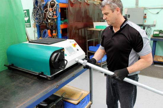 Uso en la práctica del sistema de conformación de tubos en una prensa hidráulica