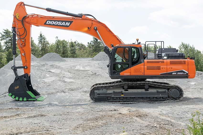 DX380LC-7 completa la gama de excavadoras Doosan de Fase V - 1