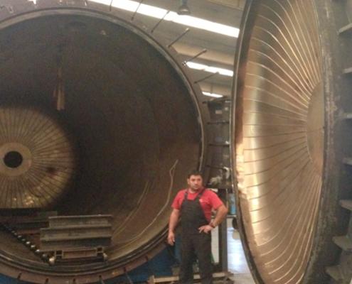 Autoclave de 9 metros de longitud y 3 de diámetro para vulcanizado de piezas grandes.