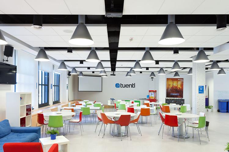 Dise o e innovaci n en las nuevas oficinas tuenti for Oficinas de muface en madrid