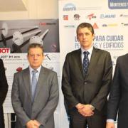 Firma del convenio de patrocinio entre el Presidente de ANFAPA, el Sr. Ángel González Lucas y el Director de EJOT, el Sr. José Miguel Rivero. En los extremos el Sr. Fernando Arrabé, Vicepresidente de Anfapa, a la derecha de la foto, y el Gerente Sr. Robert Benedé en la parte izquierda