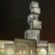 Torre Cube iluminada