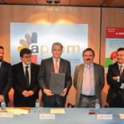 Firma de la renovación del convenio para el Plan Renove de 2015