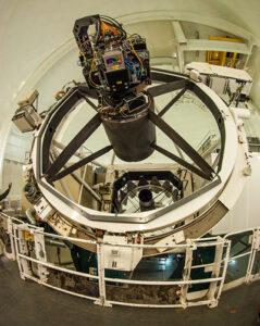 Cámara PAU instalada en el telescopio William Herschel en el Observatorio del Roque de los Muchachos en la isla de La Palma, Canarias. (Imagen, IFAE)