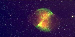 """La nebulosa M27, conocida como la """"nebulosa campana"""", situada a unos 1000 años luz de la Tierra, en nuestra propia galaxia. (Imagen, IFAE)"""