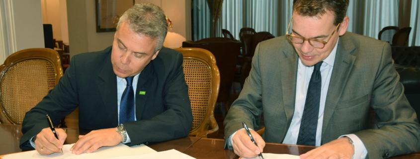 Oriol Altisench (Decano del Col·legi d'Enginyers de Camins, Canals i Ports de Catalunya) y por part de BASF Luis Mendoza (Market Manager de BASF Construction Chemicals).