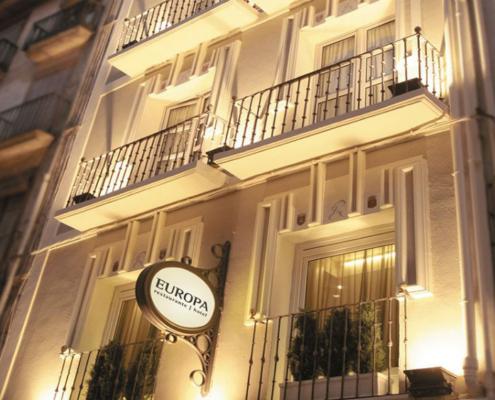 Hotel Europa Pamplona_sistema de ventanas GENEO de REHAU para mejorar el aislamiento acústico y conseguir un mayor ahorro energético