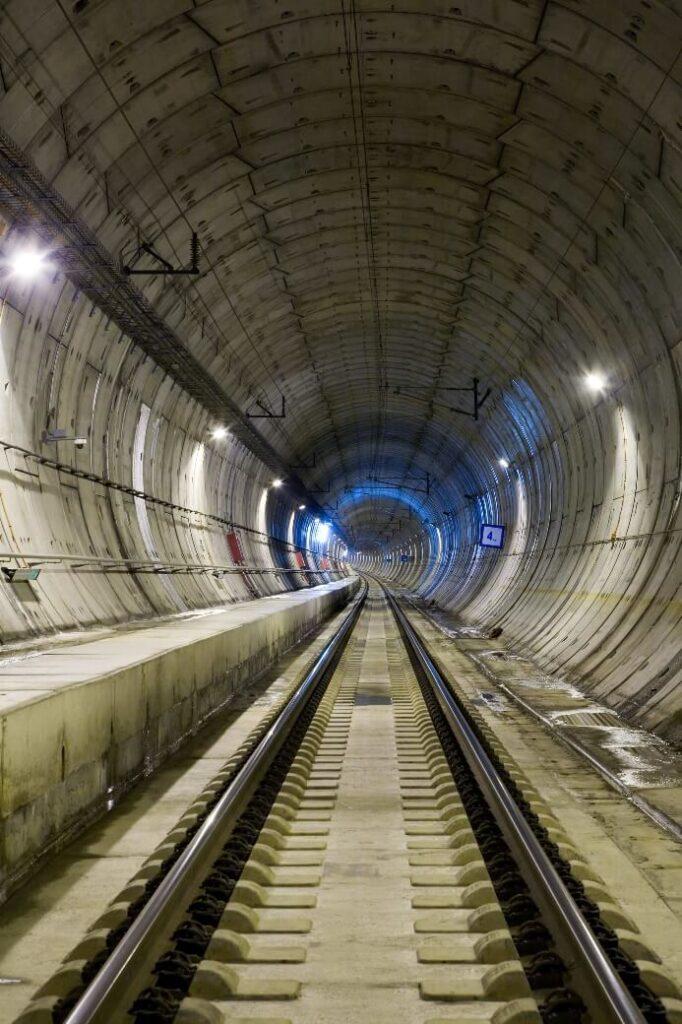 Dovelas y traviesas para red de ferrocarril en España. Las mayores exigencias funcionales, plazos, calidad y menor mantenimiento requeridos, convierten a las soluciones prefabricadas en dominadoras de hormigón en infraestructuras ferroviarias