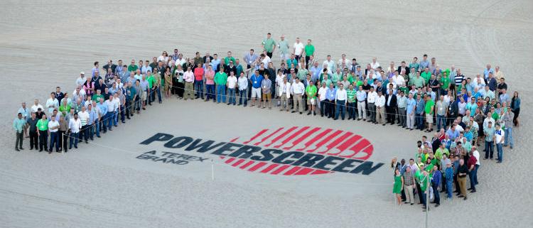 : Powerscreen celebró una conferencia de distribuidores de todo el mundo en Florida en 2014; esta es una selección de los distribuidores y clientes de todo el mundo que acudieron al evento.