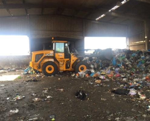 Las máquinas de JCB gestionarán la valorización de residuos en Menorca