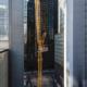 La nueva grúa con pluma abatible Liebherr 710 HC-L comienza su trabajo en Nueva York