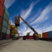 Neumáticos BKT para la logística y manipulación portuaria