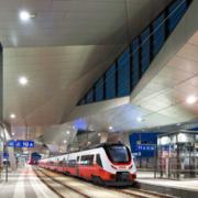 Bombardier Transportation y el Austrian Federal Railways (ÖBB) han firmado un acuerdo para la entrega de hasta 300 trenes BOMBARDIER TALENT 3. La cantidad total del contrato está valorada en cerca de 1.800 millones de euros (1.900 millones de dólares estadounidenses). Esto le da la oportunidad a ÖBB de hacer varios pedidos de trenes destinados al transporte ferroviario regional y provincial.