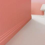 Nueva piel en suelos y paredes con zócalos de Orac Decor