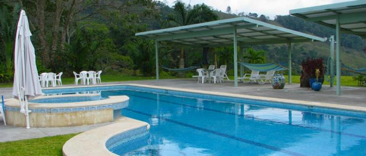 Puesta a punto de piscinas con Danosa para evitar filtraciones y fugas