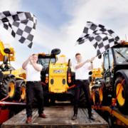 Las manipuladoras telescópicas de JCB en la carrera de Fórmula I del circuito de Silverstone