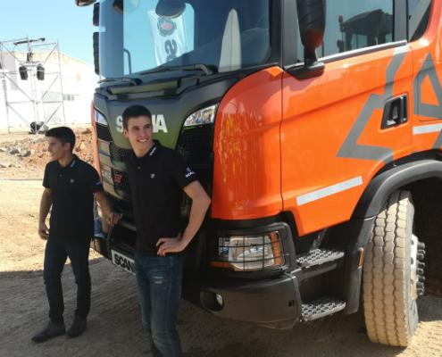 """Marc y Àlex Márquez """"pilotan"""" un camión de la nueva generación Scania"""