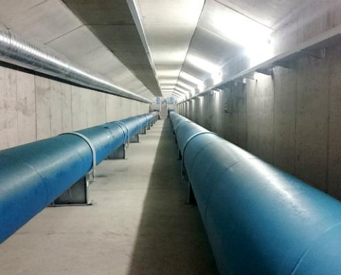 La tubería de acero en la conducción de agua