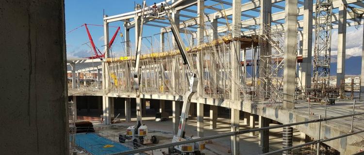 100 máquinas LOXAM-HUNE para la construcción de un centro comercial en Almería