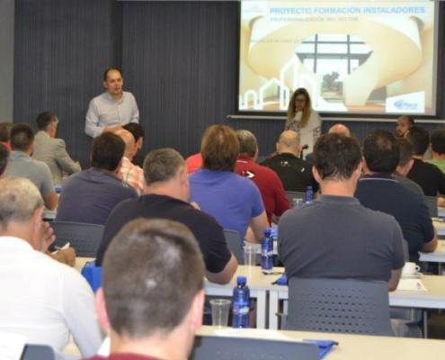 Sesión informativa sobre el proceso de acreditación profesional de instaladores de PYL