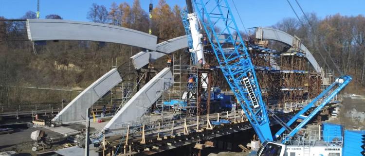 Dos grúas para una misma misión: operación de elevación en los montes Tatras