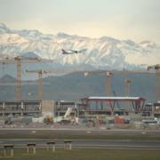 23 grúas torre Liebherr en el aeropuerto de Santiago de Chile