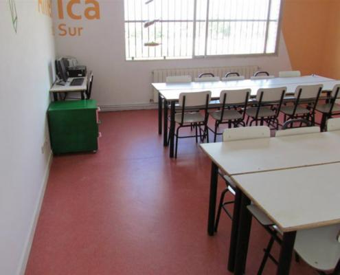 Mapei aporta 1,6 toneladas de producto a la rehabilitación de las aulas de El Fanal