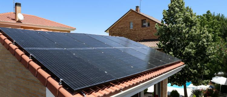 'Guía de primeros auxilios para contratar una instalación de autoconsumo fotovoltaico'