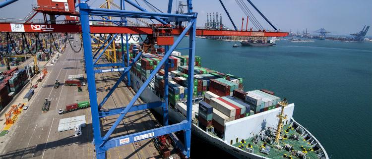 Zeuko se adjudica la ingeniería del recrecido de grúas STS en el puerto de Valencia