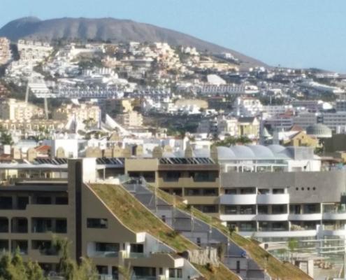 Cubierta ajardinada en el hotel GF Victoria de Tenerife