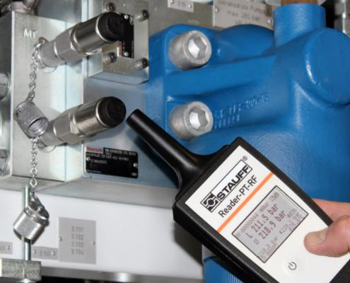 Supervisar sin contacto mediante RFID el acumulador hidráulico y de membrana