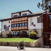 Instalación de suelo radiante REHAU en el Hotel Cuevas situado en Santillana del Mar