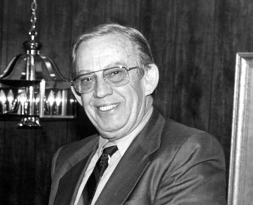 Homenaje a John L. Grove, fundador de JLG Industries Inc.