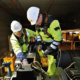 Konecranes examina la maquinaria de la grúa en la fábrica de papel Palm, en Alemania