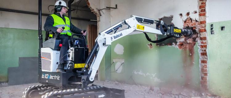 Bobcat lanza la nueva miniexcavadora eléctrica E10e en Bauma
