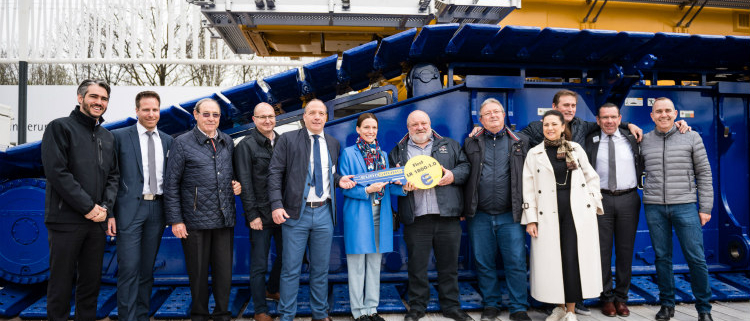 Eurogrúas 2000 recibe en Bauma la primera grúa sobre orugas LR 1800-1.0 de Liebherr
