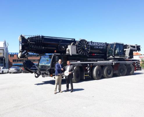Grúas Ibarrondo recibe la primera LTM 1230-5.1 de Liebherr en España