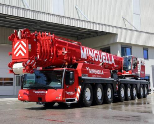 Grúas Minguella recibe la primera LTM 1450-8.1 de Liebherr en España