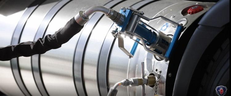 Scania explica cómo repostar GNL, un proceso sencillo y seguro