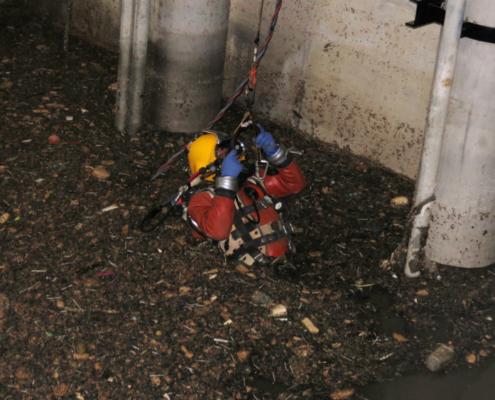 Compleja operación de mantenimiento en la depuradora de La Ranilla (Sevilla)