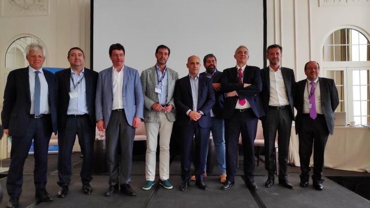 De izquierda a derecha: Gérard Déprez, David Cagigas, Pascal Van Halst, Pedro Luis Fernández, Pedro Torres, Pedro Luis Benito, Alexandre Saubot, Olivier Colleau y Antonio Casado.
