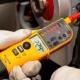 Funciones de seguridad mejoradas para comprobadores de tensión