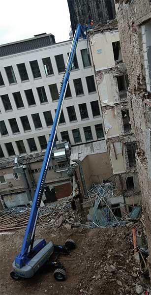 Duro trabajo de demolición en el histórico Dom-Hotel