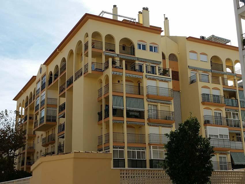 Rehabilitación de la fachada del edificio Vega Real en Málaga