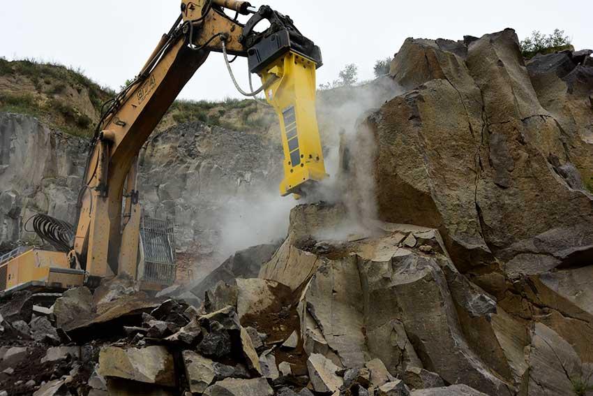 Mendiger Basalt saca los martillos más potentes de Epiroc en Alemania