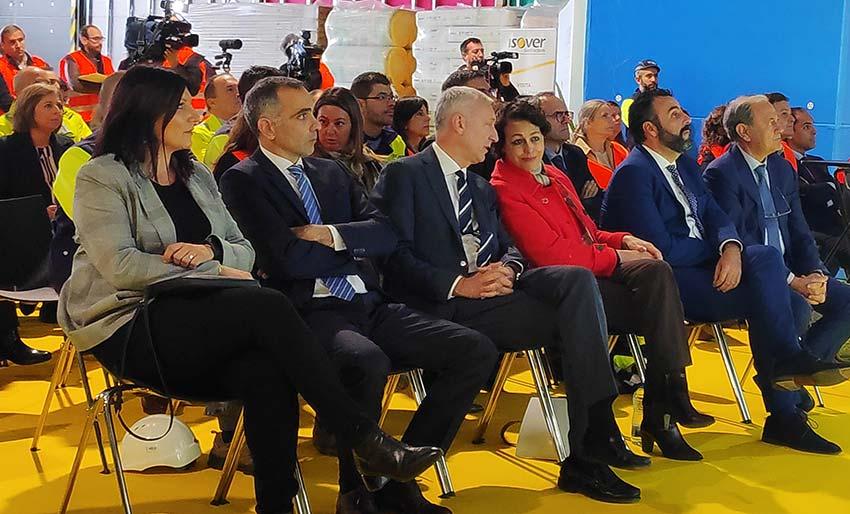 La Ministra de trabajo en funciones visita nuevas instalaciones de ISOVER