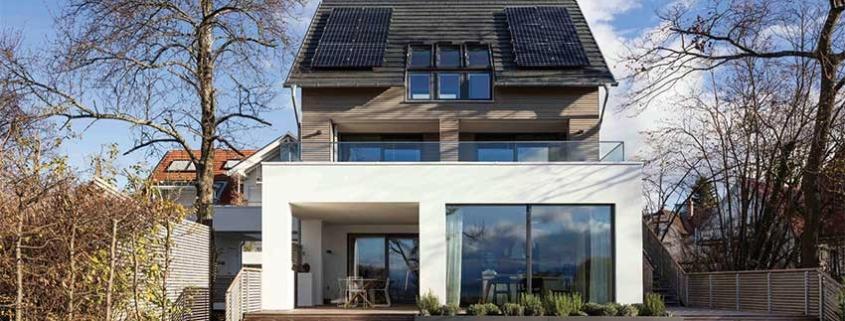 Ahorro con paneles fotovoltaicos en cubiertas inclinadas de un edificio
