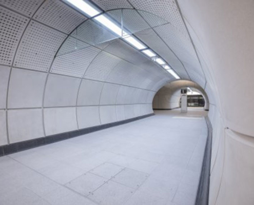 Mejora de seguridad de luminarias línea británica de ferrocarril Crossrail