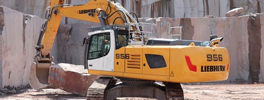 Dos excavadoras R 956 de Liebherr en la fábrica de granito Petitjean