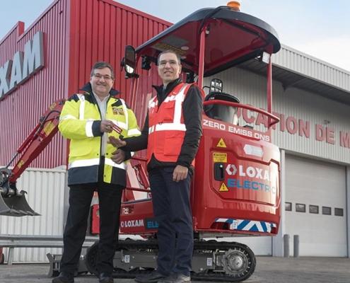 Primera miniexcavadora eléctrica JCB entregada a LOXAM
